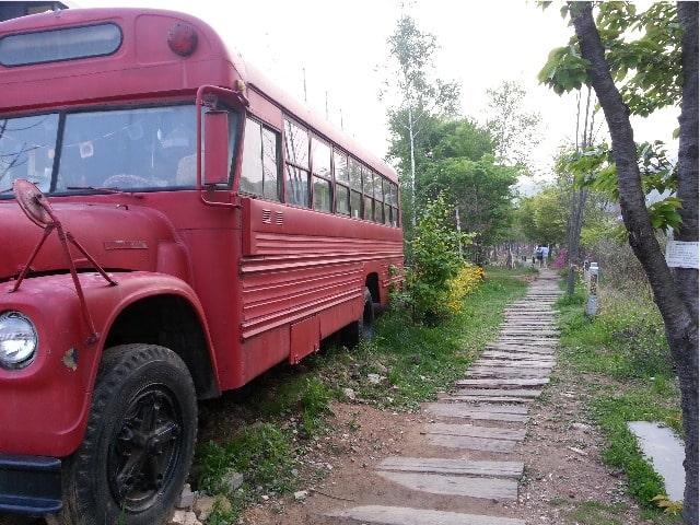 ヘイリの赤いバス