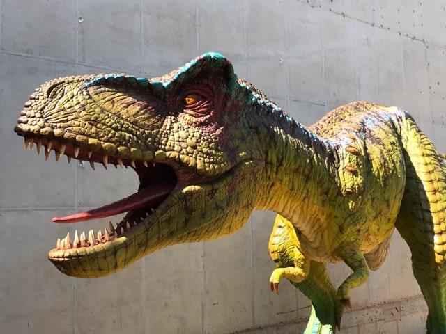 恐竜博物館前のオブジェ