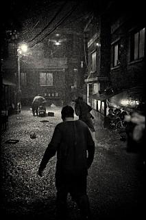 『パラサイト 半地下の家族』白黒版スチールカット