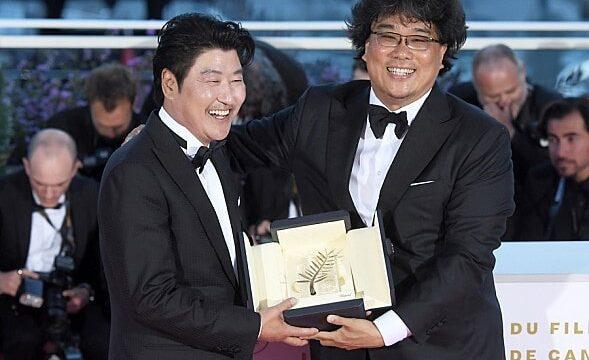 ポン・ジュノ監督 カンヌ映画祭で受賞した時の写真